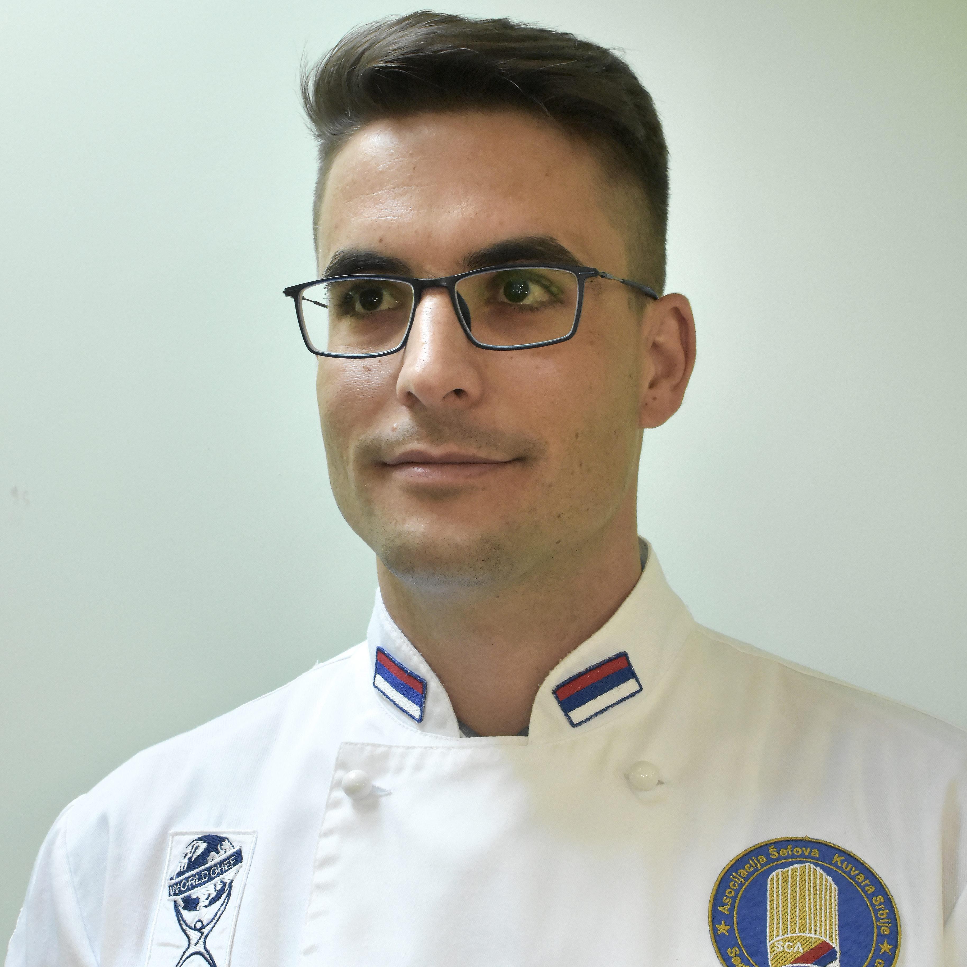 dr Nikola Vuksanović